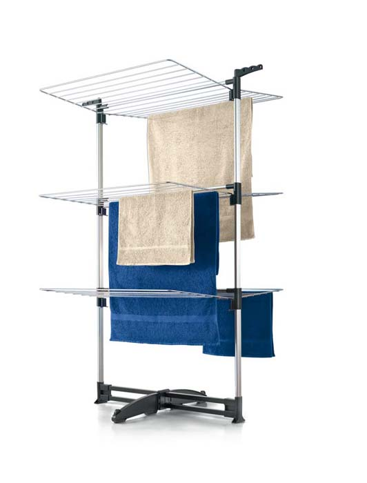 Сушилка для белья Ciclone, напольная40.58.70Напольная сушилка для белья Ciclone, выполненная из алюминиевого сплава, позволит вам разместить большое количество белья, не загромождая пространство в вашей квартире. Ее можно установить на балконе или дома. Сушилка оснащена тремя полками с рейками, общая длина которых составляет 40 метров. Сушилка оснащена пластиковой подставкой, что предотвращает скольжение и появление царапин на полу. Сушилка для белья легко складывается и в таком состоянии занимает мало места, потому вам легко будет убрать ее в любое удобное для вас место. Характеристики:Материал: алюминий, пластик. Размер сушилки в разложенном виде (Д х Ш х В): 78 см х 68 см х 137 см. Размер сушилки в сложенном виде:79 см х 135 см х 8 см. Толщина рейки: 3 мм. Общая длина реек: 40 м. Артикул: 40.58.70.