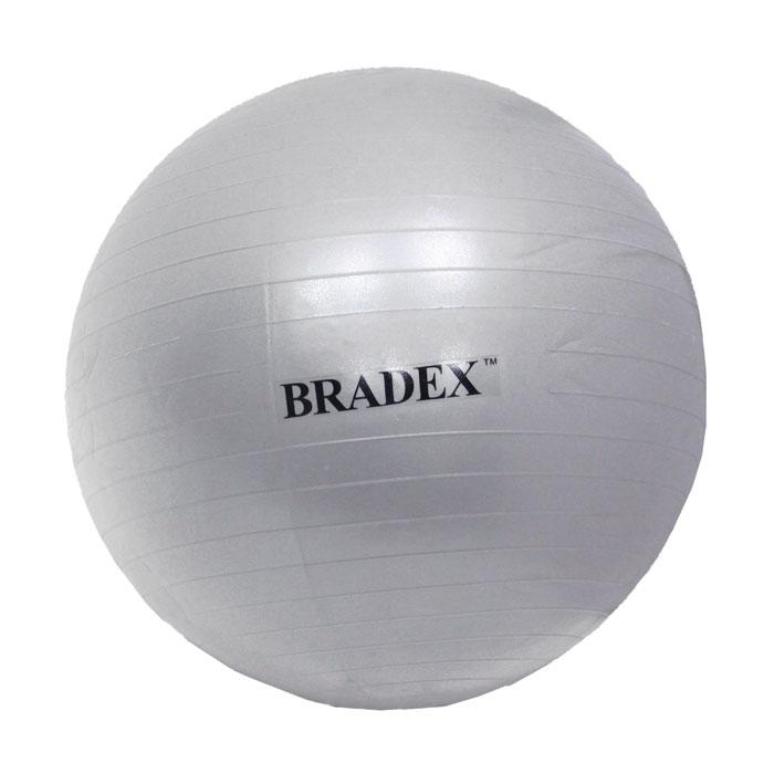 Мяч для фитнеса Bradex, 65 смSF 0016Мяч для фитнеса Bradex тренирует пресс, бедра и ягодицы, развивает силу, гибкость, координацию и корректирует осанку.Даже если вы просто сидите на нем, то все равно происходит напряжение разных групп мышц, и единственным условиемявляется сохранение совершенно ровной спины во время выполнения упражнения. Мяч идеален для занятий аэробикой и во время прохождения реабилитационных комплексов упражнений, он может использоваться даже беременными женщинами, не отказавшихся от физических нагрузок. Материал, из которого сделан мяч, создан по специальной технологии с добавлением силикона, что обеспечивает защиту от внезапного взрыва и падения. Заглушка в комплекте.Характеристики:Материал: ПВХ, силикон. Диаметр мяча: 65 см. Мах нагрузка: 150 кг. Размер упаковки: 24,5 см х 16 см х 12 см. Артикул: SF 0016. Производитель: Китай.