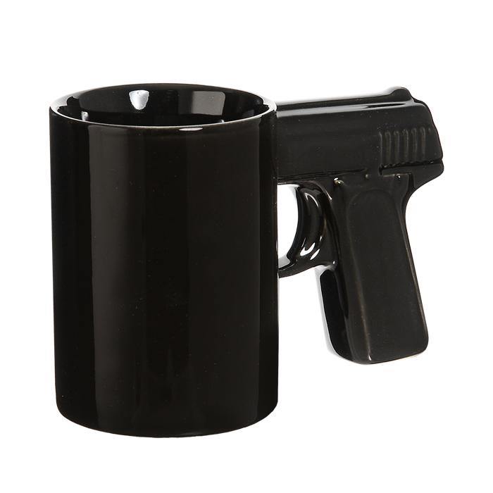 Кружка керамическая Пистолет, цвет: черный92946Керамическая кружка Пистолет - незаменимый аксессуар на вашей кухне. Кружка черного цвета имеет оригинальную ручку, выполненную в форме рукоятки пистолета. Такая кружка станет не только приятным, но и практичным подарком для каждого. Характеристики:Материал:керамика.Высота кружки: 10,5 см.Диаметр по верхнему краю: 7,5 см.Размер упаковки: 16 см х 11 см х 8 см.Артикул:92946.
