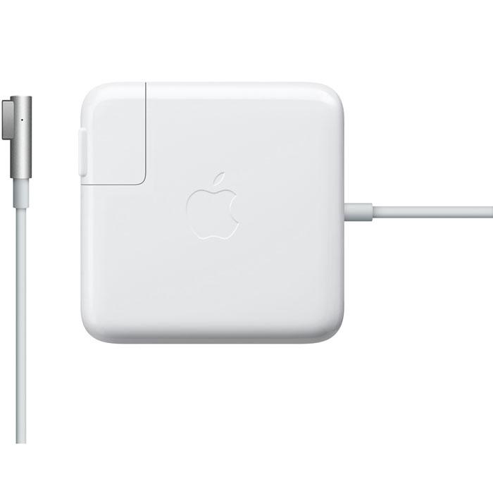 Apple 85W Magsafe Power (MC556Z/A(B)) зарядное устройствоMC556Z/A(B)Адаптер питания Apple 85W Magsafe Power можно использовать в качестве дополнительного, используя на работе или в дома, и не носить с собой блок питания. Он был специально разработан для MacBook Pro.Цветной LED индикатор покажет состояние аккумулятора: заряжен он или нет. Если свет желтый, значит происходит зарядка, а если зеленый, то аккумулятор уже заряжен и можно отключать адаптер. Специальный адаптер MagSafe предотвратит падение ноутбука со стола в случае задевания провода, так как разъем сделан из магнитного материала с легким отсоединением.Тип штекера: L-образный