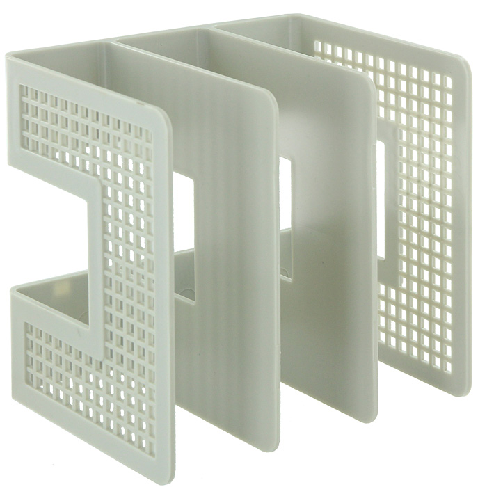 Подставка для бумаг вертикальная, цвет: серый10480Вертикальная подставка из высококачественного серого пластика имеет три отделения для хранения документов и рабочих бумаг. С такой подставкой бумаги всегда будут у вас под рукой. Характеристики:Размер: 21 см x 21 см x 16,5 см