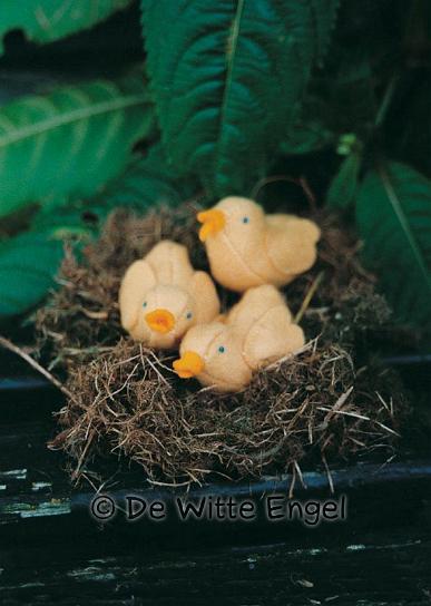 Набор для изготовления вальдорфской игрушки Три маленьких птенца, 3,5 х 6 см