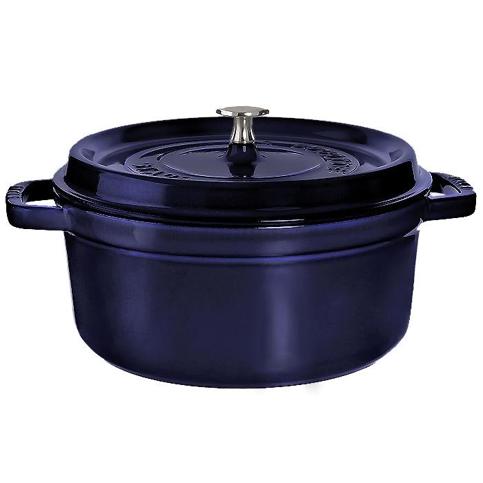 Кокот чугунный Staub, круглый, с крышкой, цвет: темно-синий, 3,8 л. 11024911102491Характеристики:Материал: чугун, металл, эмаль. Объем:3,8 л. Внешний диаметр:24 см. Высота стенки:11 см. Толщина стенки:0,3 см. Цвет:темно-синий. Размер упаковки:28,5 см х 12,5 см х 26 см. Производитель:Франция. Артикул:1102491. Торговая марка Staub разрабатывает и создает высококлассные предметы кухонной утвари, которые совмещают традиции и современность, умения наших предков и передовые технологии. Продукция Staub - прекрасное сочетание красоты и функциональности. Она подходит как искусным поварам, так и любознательным дебютантам, готовым познавать удовольствие от вкусной и здоровой пищи.Философия создателя марки Франциса Стоба заключается в том, что каждая деталь - уникальна. Чтобы гарантировать вам постоянное оптимальное функционирование и возможность раскрыть вкусовые качества ваших продуктов, вся продукция Staub проходит самые строгие испытания.Однако, каждое изделие имеет свои особенности и нюансы, поскольку отливается в индивидуальных формах из песка. Которые разрушаются после каждого использования. Все эти тонкие отличия придают продукции Staub свою красоту и подчеркивают ее избранность.
