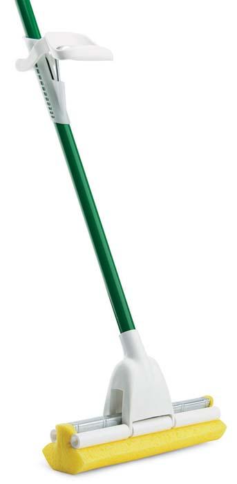 Швабра роликовая Libman Nitty Gritty. 0201602016Швабра Libman Nitty Gritty оснащена губкой, которую можно легко отжать, при помощи роликового механизма отжима, потянув за рукоятку на ручке. На цельнометаллической ручке имеется наконечник для подвешивания, с помощью которого швабра будет занимать мало места.Швабра подходит для всех поверхностей устойчивых к влаге. Насадка при необходимости легко меняется.Оригинальная, современная, удобная швабра сделает уборку эффективнее и приятнее. Характеристики:Материал: металл, пластик, полиэстер. Ширина рабочей поверхности:23 см. Длина ручки:118 см. Производитель:США. Артикул:02016. Компания Libman основана в 1896 году выходцем из Латвии Вильемом Либманом, задавшимся целью создавать высококачественные и долговечные изделия для уборки - веники, из сельскохозяйственных отходов и стеблей сорго. Унаследовавшие бизнес, сыновья Вильяма Либмана, не только сохранили компанию во время Великой депрессии, но укрепили и расширили ее. В 1980 году были введены новейшие технологии, позволившие компании стать одной из крупнейших в США по производству уборочного инвентаря. На сегодняшний день Libman - это компания с мировым именем, благодаря высокому качеству и разнообразию уборочного инвентаря, признана потребителями всего мира.