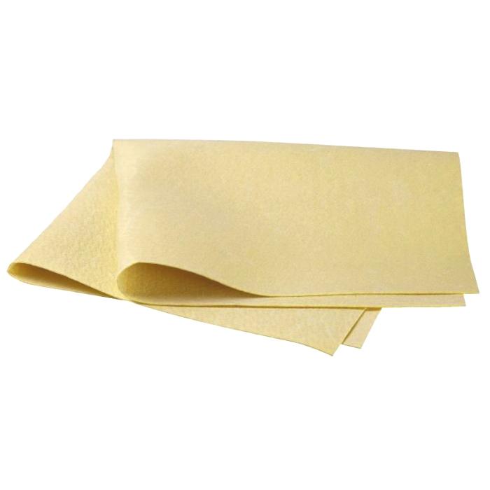 Салфетка для ухода за автомобилем Pingo, 54 см х 44 см5813Салфетка Progo идеально подходит для протирки мокрых лакокрасочных и хромированных поверхностей, стекол и поверхностей из искусственных материалов, для чистки приборной панели автомобиля, чехлов, обшивки. Салфетка из профессиональной синтетической замши отличается особой прочностью и долговечностью, обладает повышенной впитывающей способностью, быстро скользит по поверхности, не оставляет полос и разводов. Перед первым применением основательно прополоскать в теплой воде без моющих средств. Сильно загрязненную салфетку промыть в теплой воде. Характеристики: Материал: 100% поливинил. Размер салфетки:54 см х 44 см. Водопоглащение:720%. Артикул:5813.