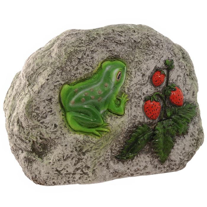 Декоративная фигурка Камень с лягушкой и земляникойК006Декоративная фигурка, изготовленная из полистоуна (безвредный для человека материал, устойчивый к воздействию внешней среды: влажность, солнце, перепады температуры), выполнена в виде камня, декорированного рельефным изображением в виде лягушки и веточки с ягодами земляники. Такая фигурка позволяет создать правдоподобную декорацию и почувствовать себя среди живой природы. Декоративные садовые фигурки представляют собой последний штрих при создании ландшафтного дизайна дачного или приусадебного участка. Они способны придать участку собственный, ни на что не похожий образ. Кроме этого, веселые и незатейливые фигурки поднимут настроение вам, вашим друзьям и родным. Характеристики:Материал: полистоун. Размер фигурки:26 см х 18 см х 12 см. Размер упаковки:32 см х 22,5 см х 17 см. Производитель:Китай. Артикул:К006.