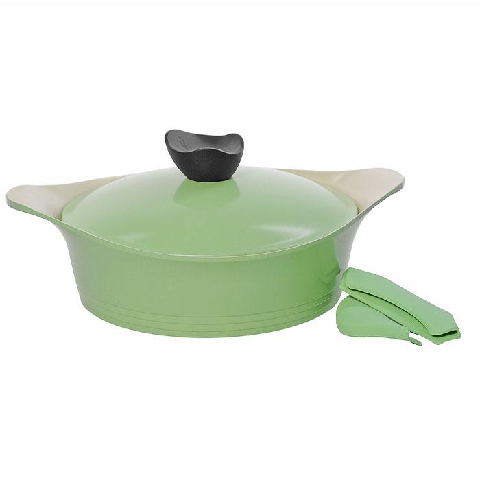 Жаровня Frybest Ever Green с крышкой, 24см, 2,7л, цвет:зеленый/светлое внутр. покрытие GRCY-L24GRCY-L24Практичная и удобная жаровня Frybest Ever Green прекрасно подойдет приготовления различных вкусных и полезных блюд. Жаровня изготовлена из высококачественного литого алюминия с керамическим покрытием Ecolon как внутри, так и снаружи. Это покрытие является экологичным, так как состоит только из натуральных компонентов, таких как камень и песок. Благодаря этому в процессе приготовления пищи посуда не выделяет вредные вещества. Инновационное антипригарное покрытие позволяет готовить практически без масла и предохраняет продукты от пригорания. Слой анионов (отрицательно заряженных ионов) обладает антибактериальными свойствами. Они намного дольше сохраняют приготовленную пищу свежей. Также покрытие обладает непревзойденной прочностью и устойчивостью к царапинам, поэтому во время готовки можно использовать металлические аксессуары. Благодаря такому покрытию жаровню легко мыть после использования. Жаровня имеет специальное утолщенное дно для идеальной теплопроводимости. Она очень быстро разогревается, экономя электроэнергию и время приготовления. Жаровня оснащена двумя короткими ручками. В комплект входят силиконовые насадки для ручек, которые обеспечат безопасность. Также к жаровне прилагается крышка из алюминия с удобной пластиковой ручкой.Жаровня Frybest Ever Greent подходит для использования на всех типах плит, кроме индукционной. Также изделие можно мыть в посудомоечной машине.Изысканное сочетание зеленого внешнего и нежного кремового внутреннего керамического покрытияУникальная запатентованная форма бобышки со встроенной системой паровыпускаСиликоновые вставки на ручкахЭксклюзивный дизайн изделий Характеристики:Материал: алюминий, пластик, силикон. Объем жаровни:2,7 л. Внутренний диаметр жаровни:24 см. Внешний диаметр жаровни:26 см. Высота стенок кастрюли:8 см. Размер упаковки:27,5 см х 10 см х 27,5 см. Производитель:Корея. Артикул:GRCY-L24.