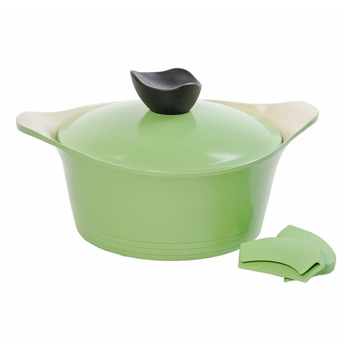 Кастрюля Frybest Ever Green с крышкой, 20см, 2,4л, цвет:зеленый/светлое внутр. покрытие GRCY-C20GRCY-C20Практичная и удобная кастрюля Frybest Ever Greent прекрасно подойдет приготовления различных каш, супов, соусов и других вкусных блюд. Кастрюля изготовлена из высококачественного литого алюминия с керамическим покрытием Ecolon как внутри, так и снаружи. Это покрытие является экологичным, так как состоит только из натуральных компонентов, таких как камень и песок. Благодаря этому в процессе приготовления пищи посуда не выделяет вредные вещества. Инновационное антипригарное покрытие позволяет готовить практически без масла и предохраняет продукты от пригорания. Слой анионов (отрицательно заряженных ионов) обладает антибактериальными свойствами. Они намного дольше сохраняют приготовленную пищу свежей. Также покрытие обладает непревзойденной прочностью и устойчивостью к царапинам, поэтому во время готовки можно использовать металлические аксессуары. Благодаря такому покрытию кастрюлю легко мыть после использования. Кастрюля имеет специальное утолщенное дно для идеальной теплопроводимости. Она очень быстро разогревается, экономя электроэнергию и время приготовления. Кастрюля оснащена двумя короткими ручками. В комплект входят силиконовые насадки для ручек, которые обеспечат безопасность. Также к кастрюле прилагается крышка из алюминия с удобной пластиковой ручкой.Кастрюля Frybest Ever Greent подходит для использования на всех типах плит, кроме индукционной. Также изделие можно мыть в посудомоечной машине.Изысканное сочетание зеленого внешнего и нежного кремового внутреннего керамического покрытияУникальная запатентованная форма бобышки со встроенной системой паровыпускаСиликоновые вставки на ручкахЭксклюзивный дизайн изделий Характеристики:Материал: алюминий, пластик, силикон. Объем кастрюли:2,4 л. Внутренний диаметр кастрюли:20 см. Внешний диаметр кастрюли:22,5 см. Высота стенок кастрюли:9 см. Размер упаковки:24 см х 12 см х 24 см. Производитель:Корея. Артикул:GRCY-C2
