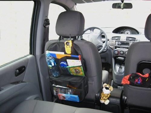 Органайзер-холодильник Comfort Adress, автомобильныйbag 029Функциональный и практичный органайзерComfort Adress выполнен из прочной ткани. Он подвешивается на спинку переднего сидения с помощью петли на липучке и резинки. Органайзер имеет одно отделение и три сетчатых кармана, которые позволят вам компактно разместить все необходимые вещи. Вместительное нижнее отделение удерживает холод или тепло.Всегда приятно в дороге съесть горячий бутерброд или выпить холодной воды. Производители провели эксперимент по холодоудержанию (все это происходило при комнатной температуре). Положили литровую бутылку с замороженной водой, через два часа появилась вода, а через пять часов воды было примерно четверть. Семь часов спустя в бутылки было половина воды и половина льда. Характеристики: Материал:непромокаемая ткань ПВХ 600D. Размер (Ш х В):35 см х 55 см. Размер термоотделения (Д х Ш х В):8 см х 33 см х 25 см. Цвет: черный. Производитель: Россия. Артикул: bag 029.