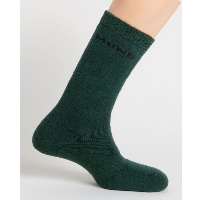 Термоноски Mund Hunting, цвет: зеленый. 440. Размер L (41-45)440Высокие мягкие носки для охотников и повседневной носки. Сохраняют тепло при температуре до -20°С. Использование специальных спиралевидных и полых внутри волокон Thermolite обеспечивает комфорт сухого тепла, а так же отведение влаги с поверхности ступни. Сохраняет свои согревающие свойства во влажном состоянии. Носок содержит минимальное количество лайкры для оптимального облегания ноги. Наличие очень прочных волокон Corudra замедляет истирание носка.