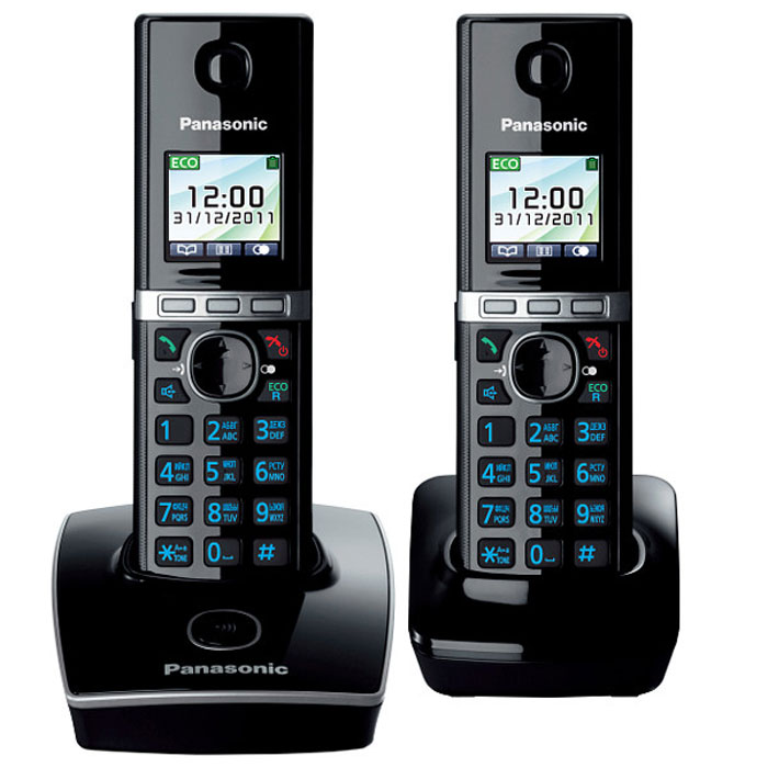 Panasonic KX-TG8052 RUB DECT телефонKX-TG8052RUBУникальность радиотелефону Panasonic KX-TG8052 придает функция резервного питания. Обычные DECT телефоны не работают при отключении электричества, а у Panasonic KX-TG8052 заряд аккумуляторов трубки сможет обеспечить временную работу базового блока. В радиотелефоне Panasonic KX-TG8052 сочетаются современный дизайн и множество разнообразных функций. Ключевым преимуществом DECT телефона Panasonic KX-TG8052 стала функция резервного питания базового блока от трубки (при отключении электроэнергии) и цветной TFT-дисплей. Радиотелефон Panasonic KX-TG8052RU выполнен в классическом белом цвете с соблюдением четких прямых линий. Трубка комфортно лежит в руке, а благодаря клавишам с голубой подсветкой и четкому TFT-дисплею набирать номер и изменять настройки телефона очень удобно. Меню радиотелефона Panasonic KX-TG8052RU полностью русифицировано, что существенно упрощает использование телефонной книги. Уникальность этому радиотелефону придает функция резервного питания. Обычные DECT телефоны не работают при отключении электричества, а заряд аккумуляторов трубки Panasonic KX-TG8052RU сможет обеспечить временную работу базового блока. Одна трубка должна оставаться на базовом блоке для подачи питания, а вторую трубку можно использовать для совершения звонков в обычном режиме. Память радиотелефона Panasonic KX-TG8052RU рассчитана на хранение 200 контактов в телефонной книге и 50 входящих вызовов в журнале. Базовый блок позволяет зарегистрировать до шести трубок, причем записи телефонной книги с одной из них могут быть скопированы на другие. DECT телефон Panasonic KX-TG8052RU обладает голосовым АОНом и Caller ID, повторным набором номера и полифоническими мелодиями звонка. В корпусе трубки Panasonic KX-TG8052RU предусмотрен разъем для гарнитуры, что будет удобно людям, часто и долго разговаривающим по телефону.Аккумулятор NiMH Ночной режим Эко-режим Цветной TFT дисплей Однокнопочный набор Связь между трубками Функция резервного питания