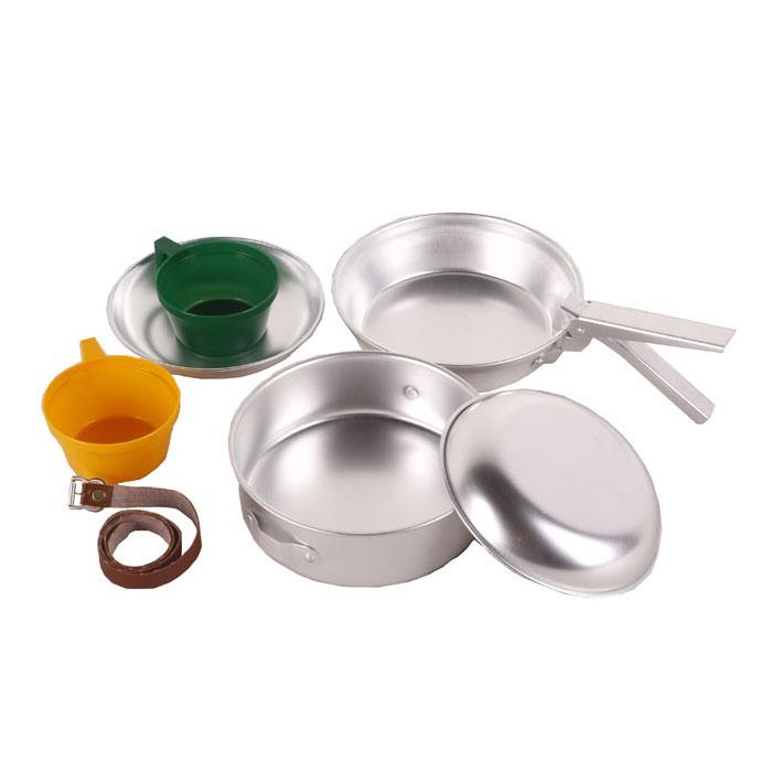 Набор походной посуды KingCamp Backpacker 2, 7 предметов. KP4236УТ-00002425Набор походной посуды KingCamp Backpacker 2 включает в себя кастрюлю с крышкой, две тарелки, две кружки, съемную ручку и ремень. Набор идеально подходит для приготовления пищи во время похода на две персоны. Посуда выполнена из алюминия и пластика, она легкая и компактно складывается, поэтому не займет много места. Для удобного хранения в комплект входит ремешок, который скрепит вместе все предметы. Размер кастрюли: 17 см х 17 см х 5,5 см.Размер кастрюли-крышки: 18 см х 18 см х 4,5 см.Диаметр тарелки: 15,5 см.Размер кружки: 9 см х 11 см х 5 см.Длина съемной ручки: 12,5 см.