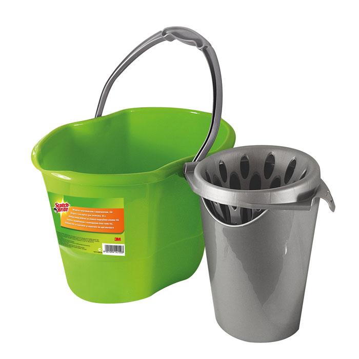 Ведро Scotch-Brite, с насадкой для отжима, 15 лXX004824569Ведро  Scotch-Brite, выполненное из пластика, идеально подходит для выжимания ленточных и веревчатых швабр. Ведро может использоваться как с насадкой, так и без нее. Ведро оснащено емкостью для чистой воды. Благодаря специальному разъему на дне ведра, емкость становится точно на свое место и не смещается. Насадка для отжима швабры крепится к стенкам ведра и легко снимается при желании. Благодаря специальной выемке под руку на дне, из ведра очень удобно выливать воду. Характеристики:Материал: полипропилен. Объем ведра: 15 л. Размер ведра: 39 см х 28 см х 28 см. Производитель: Италия.