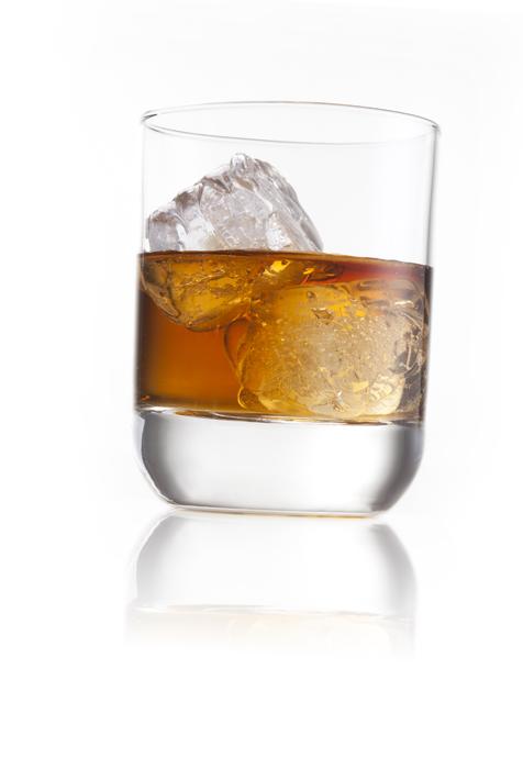 """Набор """"VacuVin"""" состоит из 2 бокалов для виски. Элегантные бокалы выполнены из высококачественного стекла.  Бокалы выпускаются компанией """"Royal Leerdam"""" по заказу VacuVin. С момента своего основания в 1878 году, компания """"Royal Leerdam"""" использует материалы самого высокого качества и производит элегантные, функциональные и кристально прозрачные бокалы. В бокалах сочетаются современный дизайн и пропорции, обеспечивающие наибольшее наслаждение напитком. Бокалы """"VacuVin"""" идеально подойдут для сервировки стола и станут отличным подарком к любому празднику.   Характеристики:  Материал: стекло. Диаметр бокала по верхнему краю: 7,4 см. Высота бокала: 9,2 см. Объем бокала: 260 мл. Комплектация: 2 шт. Размер упаковки: 15,5 см х 7,5 см х 10 см. Производитель: Нидерланды. Артикул: 7646060."""