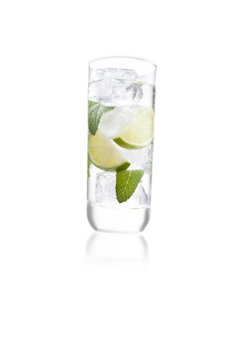 Набор бокалов VacuVin для коктейля Лонг дринк, 350 мл, 2 шт7647060Набор VacuVin состоит из 2 бокалов для коктейля Лонг дринк. Высокие элегантные бокалы выполнены из высококачественного стекла. Бокалы выпускаются компанией Royal Leerdam по заказу VacuVin. С момента своего основания в 1878 году, компания Royal Leerdam использует материалы самого высокого качества и производит элегантные, функциональные и кристально прозрачные бокалы. В бокалах сочетаются современный дизайн и пропорции, обеспечивающие наибольшее наслаждение напитком.Бокалы VacuVin идеально подойдут для сервировки стола и станут отличным подарком к любому празднику. Характеристики:Материал: стекло. Диаметр бокала по верхнему краю: 6,5 см. Высота бокала: 15,8 см. Объем бокала: 350 мл. Комплектация: 2 шт. Размер упаковки: 16,5 см х 14 см х 7 см. Производитель: Нидерланды. Артикул: 7647060.