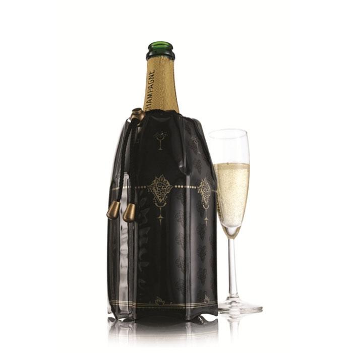 """Охладительная рубашка для шампанского вина VacuVin """"Rapid Ice"""" представляет собой очень холодный мягкий футляр, позволяющий в среднем за 5 минут охладить бутылку шампанского емкостью 0,75 л от комнатной температуры до необходимой и поддерживать ее несколько часов. Охладительная рубашка черного цвета с золотистыми узорами выполнена в классическом стиле.  Применяется она следующим образом: охладительная рубашка помещается в морозильную камеру, а когда вам требуется быстро охладить бутылку шампанского вина, она одевается на охлаждаемую бутылку и шампанское остается холодным в течение нескольких часов. Это свойство достигается благодаря нетоксичному гелю, содержащемуся внутри рубашки. Охладительная рубашка не бьется и может использоваться многократно. Характеристики:  Материал: ПВХ, текстиль, гель. Высота охладительной рубашки: 22 см. Диаметр охладительной рубашки: 12 см. Размер упаковки: 24 см х 16 см х 3 см. Производитель: Нидерланды. Артикул: 3885360."""