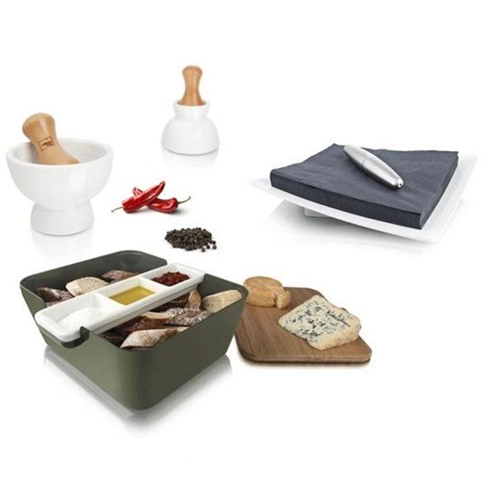 Подарочный набор VacuVin Tapas Set, 7 предметов2889060Подарочный набор VacuVin Tapas Set, выполненный из пластика, бамбука и керамики, прекрасно подойдет для подачи свежего хлеба с соусом к застолью. На доске из бамбука можно легко порезать французский батон, итальянский хлеб с травами или другой домашний хлеб. Положите готовые кусочки в большую емкость для сервировки, а в керамической подставке с тремя выемками подайте различные соусы. В ступке можно растереть пестиком крупные специи, добавив свежий и яркий аромат соусу. А цилиндрический пресс удержит салфетки на месте, когда вы будете брать одну из них. С набором VacuVin  Tapas Set  хлеб и соусы всегда будут рядом, и эту емкость легко можно передать соседу по столу. Бамбуковую доску можно также использовать как крышку, что удобно для вечеринки на свежем воздухе или в преддверии появления гостей. С набором VacuVin  Tapas Set  хлеб можно подать со вкусом! Характеристики:Материал: пластик, дерево, металл, керамика. Размер корзинки: 24,5 см х 20 см х 10 см. Размер разделочной доски: 24 см х 20 см х 1 см. Размер емкости для соусов: 24 см х 6,5 см х 3 см. Размер подставки для салфеток: 20,5 см х 20,5 см. Длина цилиндрического пресса: 13,5 см. Размер ступки для специй: 11,5 см х 8,5 см. Размер пестика для специй: 4,5 см х 9,5 см. Размер упаковки: 14,5 см х 24,5 см х 25 см. Изготовитель: Нидерланды. Артикул: 2889060.