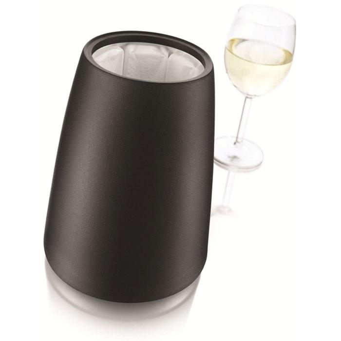 Охладительная рубашка VacuVin Rapid Ice Prestige для вина, 0,75 л. 364946098262Охладительная рубашка VacuVin Rapid Ice Prestige в черном корпусе из пластика позволяет за 5 минут охладить бутылку вина емкостью 0,75 л от комнатной температуры до необходимой и поддерживать ее несколько часов. Вам просто требуется вынуть из корпуса мягкую охладительную рубашку (открыв крышку снизу корпуса), поместить ее в морозильную камеру, а когда вам потребуется, достать ее из морозильной камеры, вставить в металлический корпус и поместить бутылку в это ведерко. Ваш напиток остается холодным в течение нескольких часов. Это свойство достигается благодаря нетоксичному гелю, содержащемуся внутри мягкой рубашки.Характеристики:Материал: пластик, ПВХ, гель. Диаметр охладительной рубашки: 10,7 см. Диаметр основания охладительной рубашки: 14,5 см. Высота охладительной рубашки: 20,5 см. Размер упаковки: 15 см х 15 см х 20,5 см. Производитель: Нидерланды. Артикул: 3649460.