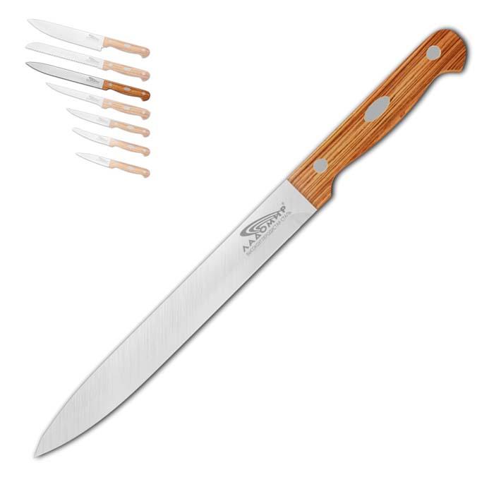 Нож для нарезки Ладомир, длина лезвия 20 см. А2СС20А2СС20Нож для нарезки Ладомир выполнен из высокоуглеродистой нержавеющей стали. Очень удобная и эргономичная рукоятка, изготовленная из дерева, не позволит выскользнуть ножу из вашей руки. Нож предназначен для нарезки твердых и мягких продуктов: овощи, фрукты, сыр, мясо. Такой нож займет достойное место среди аксессуаров на вашей кухне. Особенности ножа для нарезки Ладомир: - материал лезвия - высокоуглеродистая нержавеющая сталь соответствует ГОСТ 1050-88; - твердость по Роквеллу - HRC 58; - оптимальный угол заточки (23°) - в 2,7 раза увеличивает износостойкость лезвия. Характеристики:Материал: высокоуглеродистая нержавеющая сталь, дерево. Общая длина ножа: 32 см. Размер лезвия (Д х Ш х В): 20 см х 2,4 см х 0,2 см. Изготовитель: Китай. Артикул: А2СС20.
