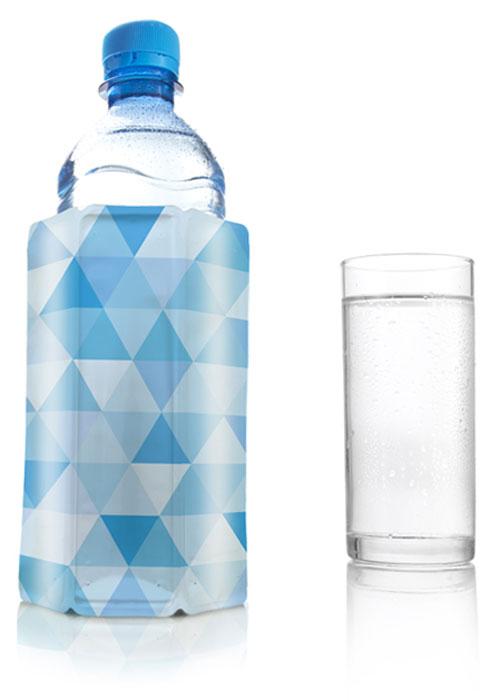 Охладительная рубашка VacuVin Rapid Ice для воды и пива, цвет: голубой бриллиант, 0,33-0,5 л3854860Оригинальная охладительная рубашка для емкости 0,33-0,5 л VacuVin Rapid Ice представляет собой очень холодный мягкий футляр, позволяющий в среднем за 5 минут охладить банку или стакан емкостью 0,33-0,5 л от комнатной температуры до необходимой и поддерживать ее несколько часов. Вы просто помещаете охладительную рубашку в морозилку, а когда вам требуется быстро охладить банку или стакан, вы ее достаете и надеваете на бутылку. Это свойство достигается благодаря нетоксичному гелю, содержащемуся внутри рубашки. Данное изделие может использоваться сотни раз и не трескается под воздействием низкой температуры. Характеристики:Материал: ПВХ, гель. Высота охладительной рубашки: 13,5 см. Диаметр охладительной рубашки: 9 см. Размер упаковки: 17,5 см х 12,5 см х 3,5 см. Производитель: Нидерланды. Артикул: 3854860.