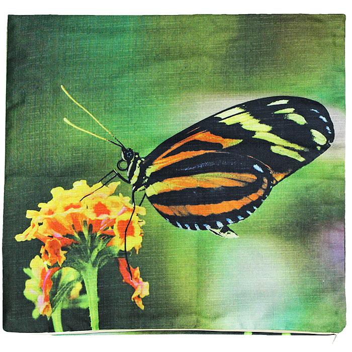 """Декоративная наволочка """"Бабочка"""", выполненная из полиэстера, гармонично впишется в интерьер вашего дома и создаст атмосферу уюта и комфорта. Наволочка оформлена изображением бабочки, сидящей на цветке. Наволочка застегивается на застежку-молнию.   Характеристики:Материал: 100% полиэстер. Размер:  40 см х 40 см. Артикул:  НДБ."""