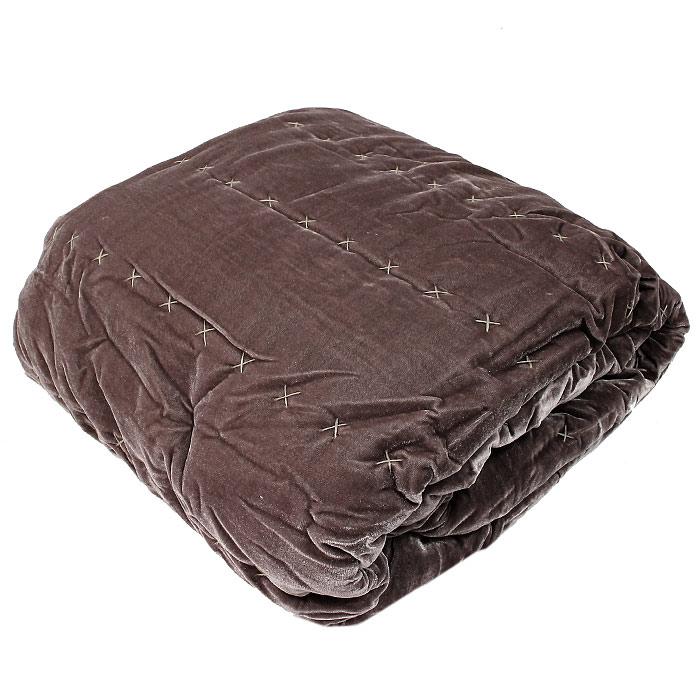 """Декоративное покрывало """"Коллекция"""" выполнено из полиэстера и оформлено стежкой ручной работы.  Покрывало """"Коллекция"""" - это отличный способ придать спальне уют и привнести в интерьер что-то новое.  Покрывало вложено в пластиковую сумку. Характеристики:Материал: 100% полиэстер. Размер покрывала: 220 см х 240 см. Размер упаковки: 47 см х 42 см х 20 см. Производитель: Китай. Артикул: ПКБ-54."""