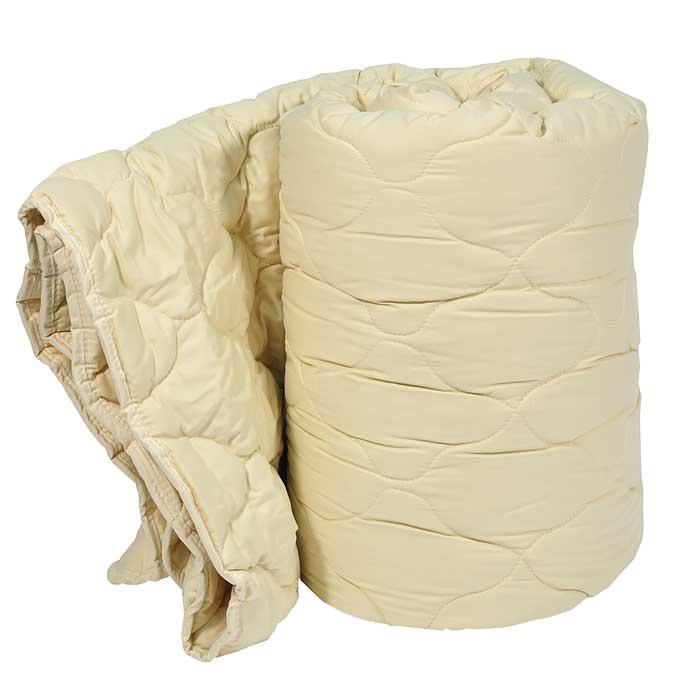 Одеяло Dargez Арно легкое, 200 см х 220 см26430ЕЛегкое одеяло Dargez Арно в гладкокрашеном сатиновом чехле карамельного цветас наполнителем из шерсти овец мериносовой породы обладает уникальной гигроскопичностью, создавая оптимальный микроклимат для организма и поддерживая комфортные условия во время сна и отдыха.Одеяло вложено в текстильную сумку-чехол зеленого цвета на застежке-молнии, а специальная ручка делает чехол удобным для переноски. Характеристики:Материал чехла: сатин (100% хлопок). Наполнитель: овечья шерсть (меринос). Размер одеяла: 200 см х 220 см. Масса наполнителя: 300 г/м2. Размер упаковки: 60 см х 44 см х 25 см. Артикул: 26430E. Торговый Дом Даргез был образован в 1991 году на базе нескольких компаний, занимавшихся производством и продажей постельных принадлежностей и поставками за рубеж пухоперового сырья. Благодаря опыту, накопленным знаниям, стремлению к инновациям и развитию за 19 лет компания смогла стать крупнейшим производителем домашнего текстиля на территории Российской Федерации. В основу деятельности Торгового Дома Даргез положено стремление предоставить покупателю широкий выбор высококачественных постельных принадлежностей и текстиля для дома, которые способны создавать наилучшие условия для комфортного и, что немаловажно, здорового сна и отдыха.