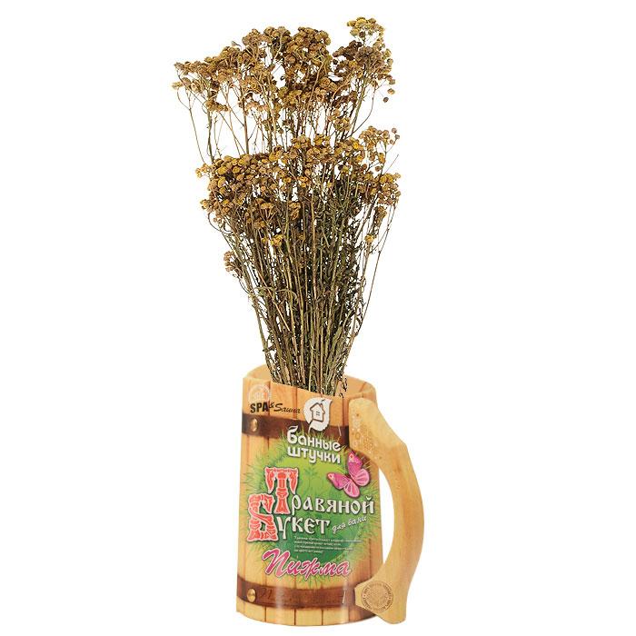 Травяной букет для бани Пижма33064Травяной букет Пижма предназначен для бани и сауны.Из пижмы готовят банные букеты и растирания на банной полке или перед заходом в парилку.На полведра не очень горячей воды берут хорошую горсть поваренной соли и размешивают ее в воде до полного растворения. Далее мокают в этот рассол пучок соцветий и такой малосольной пижмой докрасна растирают тело. Далее действие такой процедуры усиливается банным паром на полке, чтобы быстро вызвать обильное потение.Это средство считается эффективным при ревматизме, подагре, вывихах и ушибах. Не являясь лекарственным средством, хорошо упраздняет озноб при лихорадочных состояниях.Банный букет необходимо ополоснуть сначала теплой водой, а затем поместить в таз с холодной водой минут на 20-30. После этого вода из таза сливается, а веник заливается горячей водой на 5-7 минут. Не рекомендуется заливать его кипятком, иначе листья станут тяжелыми и липкими, и он быстро осыплется.Самый простой способ - размочить банный букет в холодной воде и положить или повесить в парной. Травка сразу начнет наполнять парилку своим неповторимым ароматом. По мере высыхания ее необходимо смачивать водой. Так она будет постоянно отдавать накопленные вещества. Характеристики:Размер букета: 45 см х 14 см х 5,5 см. Производитель: Россия. Артикул: 33064.