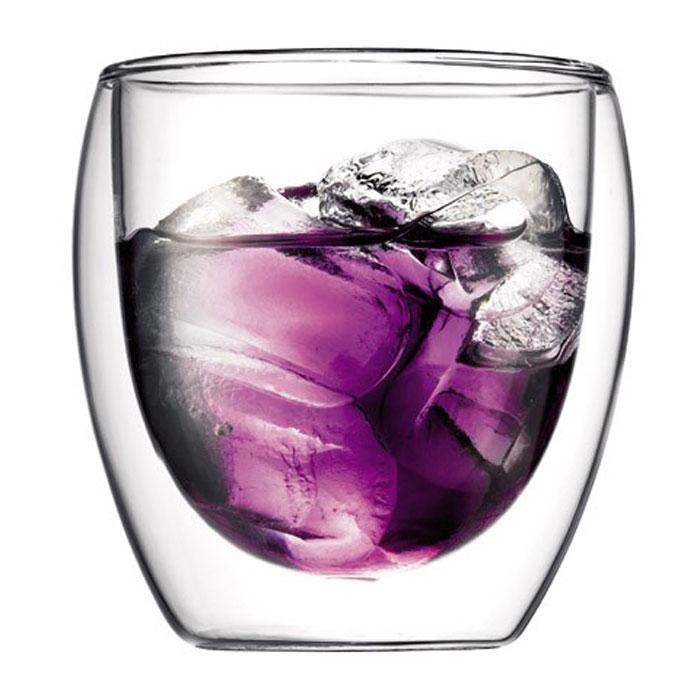 Набор термобокалов Bodum Pavina 2 шт, 0,27л, цвет: прозрачный 4558-104558-10Термобокалы Pavina выполнены из боросиликатного стекла. Прослойка воздуха оставляет мартини холодным, а глинтвейн или капучино - горячим. Внешняя поверхность бокала сохраняет при этом комнатную температуру. Боросиликатное стекло создает впечатление, будто напиток плавает внутри термобокала. Ручной способ производства делает изделие уникальным вдвойне. Он намного легче, чем стакан из обычного стекла. Его можно использовать в микроволновой печи и мыть в посудомоечной машине. Боросиликатное стекло выдерживает температуры от -30°C до +520°C. Характеристики:Материал: боросиликатное стекло. Диаметр по верхнему краю: 8 см. Диаметр основания: 5 см. Высота: 8,5 см.Объем: 0,27 л. Размер упаковки: 20 см х 10 см х 10,5 см. Артикул: 4558-10.