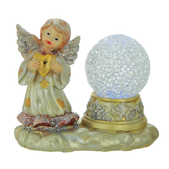 Фигурка-ночник Ангел119608Декоративная фигурка-ночник Ангел, выполненная из полистоуна, станет оригинальным украшением интерьера. Фигурка представляет собой поставку, на которой расположен ангел с сердцем в руках и ночник в виде прозрачного шара. Ночник оснащен светодиодной лампочкой, которая мигает разными цветами: синим, красным, зеленым и желтым.Вы можете поставить фигурку-ночник в любом месте, где она будет удачно смотреться, и радовать глаз. Кроме того, декоративная фигурка-ночник - отличный вариант подарка для ваших близких и друзей. Характеристики:Материал:полистоун, металл. Размер фигурки-ночника: 10 см х 6,5 см х 7 см. Размер упаковки: 10 см х 7,5 см х 10,5 см. Производитель: Китай. Артикул:119608. Работает от 1 батарейки типа AG3 (входит в комплект).