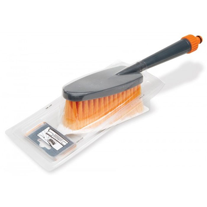 Щетка для мытья Airline, с насадкой для шлангаAB-J-02Щетка для мытья Airline имеет распушенную щетину. Она позволяет деликатно ухаживать за лакокрасочной поверхностью автомобиля, не оставляя царапин на поверхности. Щетка оснащена насадкой для шланга с водой для более качественной мойки.Характеристики:Материал: пластик, полимеры. Общая длина: 31 см. Длина рукоятки: 16 см. Длина щетины: 5,5 см. Размер рабочей поверхности щетки:8 см х 16 см. Артикул:AB-J-02.