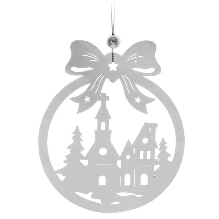 """Зеркальная подвеска """"Домик в лесу"""", изготовленная из пластика, украсит новогоднюю елку и интерьер дома. Повеска выполнена в виде шара с бантом и изображением дома в лесу. Подвеску можно использовать, благодаря текстильной петельке серебристого цвета. Подвеска создаст теплую и уютную атмосферу праздника.  Новогодние украшения всегда несут в себе волшебство и красоту праздника. Создайте в своем доме атмосферу тепла, веселья и радости, украшая его всей семьей.             Характеристики:  Материал:  пластик, текстиль. Размер украшения: 12,5 см х 10,2 см. Размер упаковки: 13 см х 11,5 см. Изготовитель: Китай. Артикул: DP-HG3."""