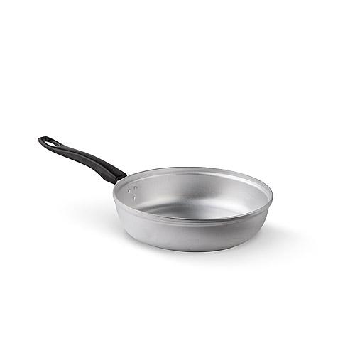 """Сковорода изготовлена из высококачественного алюминия. В такой сковороде готовить быстро, просто и приятно. Готовые блюда получаются вкусными, полезными и выглядят аппетитно.  Сковорода оснащена пластиковой ручкой, благодаря чему она удобно уместится в руке и не выскользнет.Сковорода подходит для любых видов плит, кроме индукционных.   Характеристики: Материал:  алюминий, пластик. Внутренний диаметр сковороды:  22 см. Высота стенки сковороды:  6,3 см. Толщина стенки сковороды:  0,2 см. Толщина дна сковороды:  0,5 см. Длина ручки:  18 см. Артикул:  МТ-025. ЗАО """"Завод """"Демидовский"""" - признанный лидер среди отечественных производителей посуды из алюминия. Производство посуды на предприятии началось с послевоенных лет - в 1947 году были произведены первые алюминиевые ложки и кружки. Сегодня в ассортименте завода """"Демидовский"""" более 150 видов посуды с антипригарным покрытием; около 100 видов матовой посуды, около 20 видов хозяйственно-бытовых товаров."""