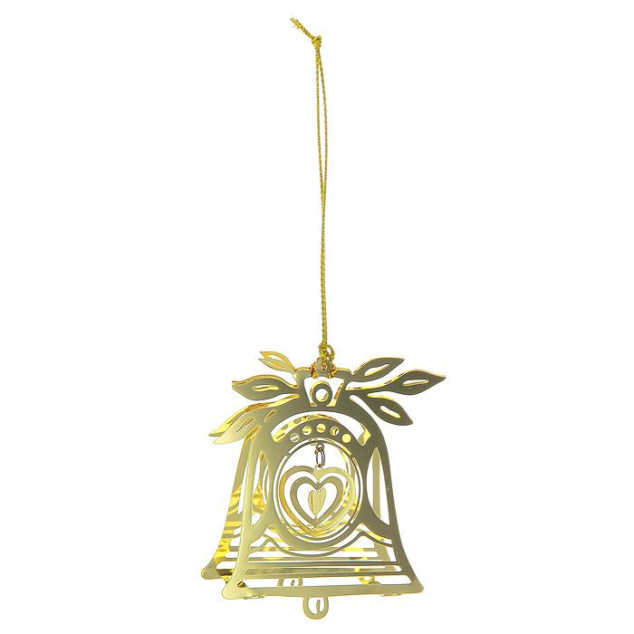 Новогоднее подвесное украшение Колокольчик, цвет: золотистый. 2507525075Новогоднее подвесное украшение Колокольчик, выполненное из золотистого металла, украсит интерьер вашего дома или офиса в преддверии Нового года. Оригинальный дизайн и красочное исполнение создадут праздничное настроение. Новогодние украшения всегда несут в себе волшебство и красоту праздника. Создайте в своем доме атмосферу тепла, веселья и радости, украшая его всей семьей. Характеристики:Материал:металл. Размер украшения:4,5 см х 1,5 см х 5,5 см. Размер упаковки:6,5 см х 2,5 см х 8 см. Изготовитель:Китай. Артикул:25075.