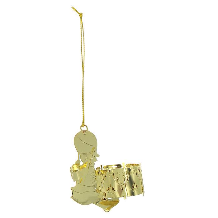 Новогоднее подвесное украшение Барабанщик, цвет: золотистый. 2507025070Новогоднее подвесное украшение Барабанщик, выполненное из золотистого металла, украсит интерьер вашего дома или офиса в преддверии Нового года. Оригинальный дизайн и красочное исполнение создадут праздничное настроение. Новогодние украшения всегда несут в себе волшебство и красоту праздника. Создайте в своем доме атмосферу тепла, веселья и радости, украшая его всей семьей. Характеристики:Материал:металл. Размер украшения:4,5 см х 3 см х 5,5 см. Размер упаковки:5,5 см х 4 см х 5,5 см. Изготовитель:Китай. Артикул:25070.