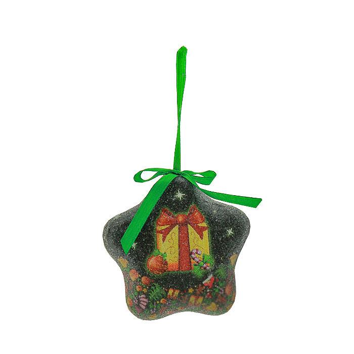 """Набор подвесных украшений """"Звезды"""" украсит новогоднюю елку и создаст теплую и уютную атмосферу праздника. В набор входят 6 звездочек, выполненных из пластика зеленого цвета, оформленных изображением подарков. Украшения упакованы в пластиковую коробку.  Елочная игрушка - символ Нового года. Она несет в себе волшебство и красоту праздника. Создайте в своем доме атмосферу веселья и радости, украшая  всей семьей  новогоднюю елку нарядными игрушками, которые будут из года в год накапливать теплоту воспоминаний.   Характеристики:Материал:  пластик, текстиль.  Размер украшения:  8,5 см х 8,5 см х 3 см.  Размер упаковки:  24 см х 8 см х 7,5 см.  Изготовитель:  Китай.  Артикул:  Ф21-2146."""