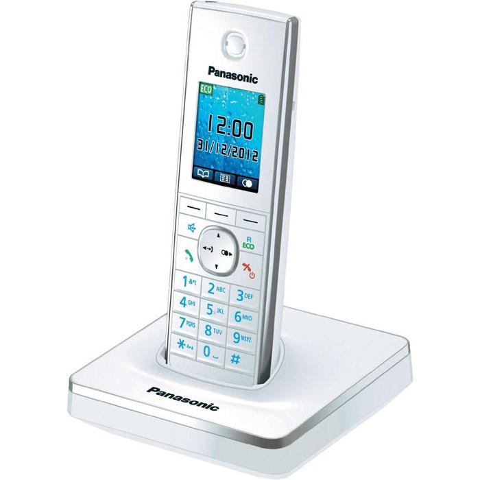 Panasonic KX-TG8551 RUWKX-TG8551 RUWРадиотелефон Panasonic KX-TG8551 RUB с корпусом черного цвета имеет цветной жидкокристаллический дисплей. Функция Радионяня позволяет удаленно осуществлять акустический контроль - услышав звуки, телефон автоматически делает вызов на дополнительную трубку. Это удобно, например, при необходимости оставить маленького ребенка в комнате одного. Также оснащен функцией автодозвона и возможностью принимать и отправлять SMS-сообщения. Поддерживает ответ нажатием любой кнопки и с помощью поднятия трубки с базы. Работает от аккумулятора типа ААА (входит в комплект поставки).Индикатор входящего вызоваАккумулятор NiMHРазъем для гарнитурыПодключение до 6ти дополнительных трубокИзбирательный звонокПодсветка дисплеяПодсветка клавиатурыНочной режимФункция НяняЭко-режимФункция резервного питания