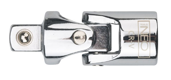 Шарнир карданный Neo 1/208-551Шарнир карданный Neo позволяет менять угол наклона инструмента относительно монтируемой детали. Шарнир имеет присоединительный квадрат с шариковым фиксатором. Шарнир карданный используется при работе с резьбовыми соединениями в труднодоступных местах. Характеристики: Материал: хром-ванадий. Размер переходника: 1/2. Размер шарнира: 7 см х 2,5 см х 2,5 мм. Размер упаковки:13 см х 4,5 см х 2,5 см.