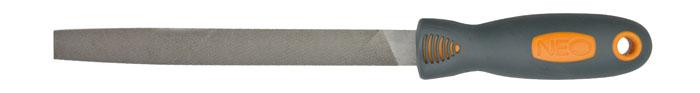 Напильник по металлу Neo, плоский37-022Напильник по металлу Neo с личной насечкой изготовлен из высококачественной инструментальной стали. Эргономичная двухкомпонентная ручка, будет удобна при работе с инструментом и не позволит ему выскользнуть из рук. Характеристики: Материал:сталь, пластик, резина. Длина напильника:20 см. Длина ручки: 12 см. Размер упаковки: 36 см х 4,5 см х 3 см.