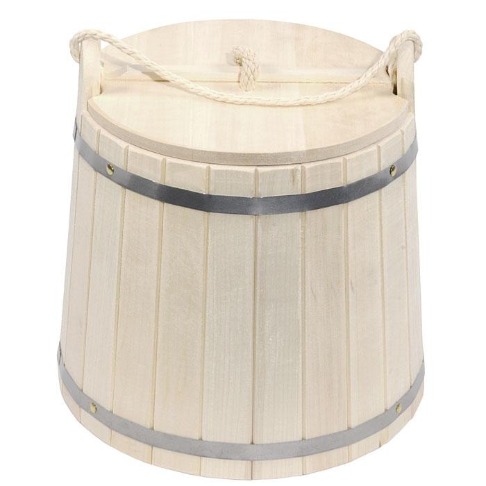 Ведро Банные штучки, с крышкой, 18 л03370Деревянное ведро Банные штучки является одной из тех приятных мелочей, без которых не обойтись при принятии банных процедур. Для удобства использования ведро оснащено деревянной крышкой и ручкой из веревки. Ведро прекрасно подойдет для обливания, замачивания веника или других банных процедур.Интересная штука - баня. Место, где одинаково хорошо и в компании, и в одиночестве. Перекресток, казалось бы, разных направлений - общение и здоровье. Приятное и полезное. И всегда в позитиве. Характеристики:Материал: дерево, металл. Объем: 18 л. Диаметр основания ведра: 36,5 см. Диаметр ведра по верхнему краю: 31 см. Высота стенок ведра: 30 см. Размер упаковки: 36 см х 35 см х 40 см. Артикул: 03370.
