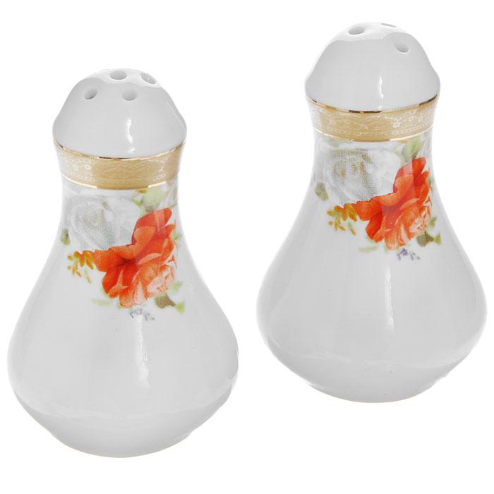 Набор для специй Версаль, цвет: белый, 2 предмета222160AНабор Версаль, состоящий из солонки и перечницы, выполнен из высококачественного фарфора. Емкости декорированы изображением розы, узоров и золотистой эмалью в виде изящных линий. Благодаря своим небольшим размерам набор не займет много места на вашей кухне. Емкости для специй легки в использовании: стоит только перевернуть емкости, и вы с легкостью сможете поперчить или добавить соль по вкусу в любое блюдо.Дизайн, эстетичность и функциональность набора позволят ему стать достойным дополнением к кухонному инвентарю. Характеристики:Материал:фарфор. Цвет:белый. Общая высота емкости:8 см. Максимальный диаметр:5 см. Размер упаковки:11 см х 8,5 см х 5,5 см. Артикул:222160A.