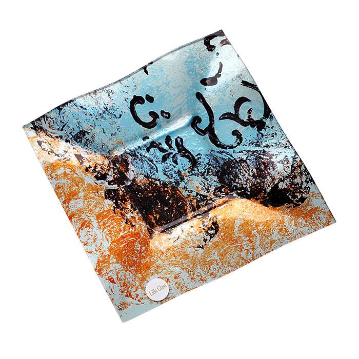 Блюдо Lillo Glass, 25 см х 1,5 см х 25,5 см1280-34Блюдо Lillo Glass изготовлено из стекла квадратной формы. Такое блюдо сочетает в себе изысканный дизайн с максимальной функциональностью. Красочность оформления придется по вкусу тем, кто предпочитает утонченность и изящность.Блюдо Lillo Glass украсит сервировку вашего стола и подчеркнет прекрасный вкус хозяина, а также станет отличным подарком. Характеристики:Материал: стекло. Размер блюда:25 см х 1,5 см х 25,5 см. Размер упаковки: 26 см х 26 см х 3 см. Артикул: 1280-12.