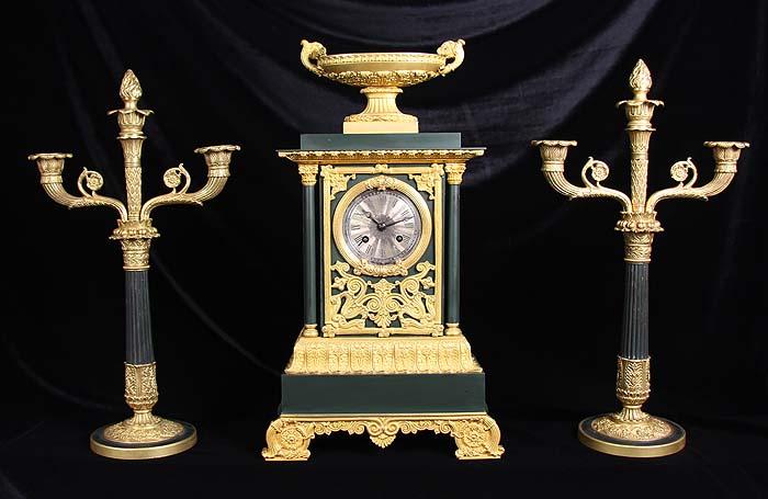 Каминные часы и канделябры Империя, стиль Луи-Филиппа. Бронза, позолота, часовой механизм. Франция, около 1834 года