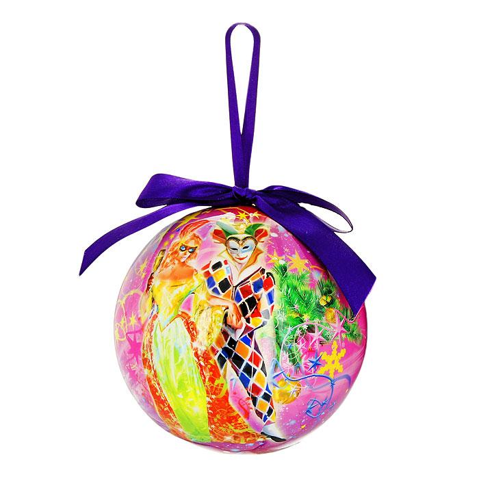 """Новогоднее подвесное украшение """"Маскарад"""" изготовлено из ПВХ и выполнено в виде елочного шара, оформленного изображением людей в маскарадных костюмах. Благодаря атласной ленточке, украшение можно повесить в любом месте.  Новогоднее украшение отлично подойдет для декорации вашего дома и новогодней ели.   Оригинальный дизайн и красочное исполнение создадут праздничное настроение.  Подвесное украшение упаковано в стильную подарочную коробку.   Характеристики:  Материал:  ПВХ, текстиль. Диаметр украшения:  12 см. Размер упаковки:  17,5 см х 12,5 см х 12,5 см. Артикул:  020308.   Компания """"Незабудка"""" занимается продажей новогодних украшений и детских игрушек. Большинство украшений сделано по собственным дизайн - проектам. Шары, луковки, сосульки, выполненные как  в классических расцветках, так и в современных дизайнерских решениях - великолепные цветочные орнаменты, с иллюстрациями к русским сказкам. В ассортименте компании так же представлены украшения для комнатных елей, праздничного убранства офисов, крупные игрушки для больших елей и оформления торговых центров. Эти украшения изготовлены из современных экологически безопасных искусственных материалов."""