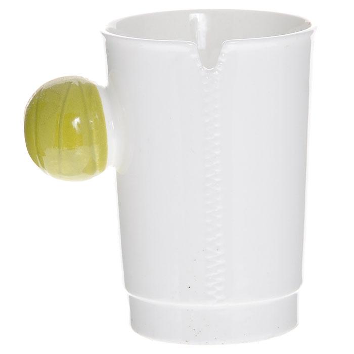 Кружка керамическая На молнии, цвет: зеленый. 002476002476Керамическая кружка На молнии - незаменимый аксессуар на вашей кухне. Кружка белого цвета имеет оригинальную шарообразную ручку зеленого цвета.Такая кружка станет не только приятным, но и практичным подарком для каждого. Характеристики:Материал: керамика. Диаметр по верхнему краю: 7,5 см. Высота кружки: 10 см. Размер упаковки: 11 см х 10 см х 10 см. Артикул: 002476.