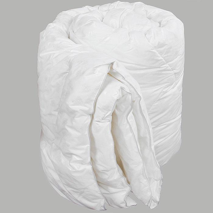 Одеяло Verossa, наполнитель: искусственный лебяжий пух, 200 см х 220 см. 45002027734500202773Одеяло Verossa обеспечит вам здоровый сон и комфорт.Для изготовления одеяла в качестве наполнителя используется искусственный лебяжий пух, смоделированный по аналогии с натуральным пухом. Искусственный лебяжий пух является гипоаллергенным, препятствующий возникновению бактерий и образованию пылевого клеща. Уникальный сверхтонкий наполнитель делает одеяло легким, воздушным с отличной терморегуляцией. Одеяло упаковано в прозрачный пластиковый чехол на змейке с ручкой, что является чрезвычайно удобным при переноске. Характеристики:Материал чехла: 100% хлопок. Наполнитель: 100% полиэстер (искусственный лебяжий пух). Масса наполнителя: 300 г/м2. Размер одеяла: 200 см х 220 см. Размер упаковки:60 см x 30 см x 45 см. Изготовитель: Россия. Артикул: 4500202773.