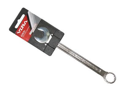 Ключ комбинированный Vira, 7 мм511002Ключ комбинированный Vira станет отличным помощником монтажнику или владельцу авто. Этот инструмент обеспечит надежную фиксацию на гранях крепежа. Благодаря изогнутой с одной стороны на 70 градусов, головке, Вы обеспечите себе удобный доступ к элементам крепежа и безопасность. Специальная хромованадиевая сталь повышает прочность и износ инструмента. Характеристики: Материал: хром ванадий. Размер: 11 см х 1,5 см х 0,5 см. Размер упаковки: 12 см х 7 см х 0,5 см.