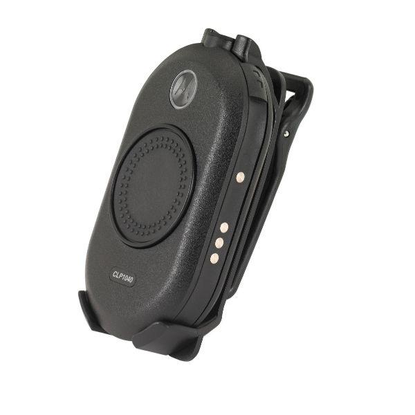 Motorola CLP446 радиостанцияCLP446Motorola CLP446 сочетает комфорт, надежность и простоту в стильном корпусе. Предназначена для розничной торговли и гостиничного рынка, CLP446 работает на 8 каналах с возможностью выбора из 219 кодов для повышения конфиденциальности и уменьшения помех. Устройство размером с ладонь меняет представление о традиционной двусторонней радиостанции, предлагая только самые необходимые элементы. Встроенная антенна обеспечивает стильную форму. Большая центровая кнопка «push-to-talk» обеспечивает легкость управления CLP, тогда как множество аксессуаров предлагают различные варианты ношения. Радиостанция разработана с заботой о пользователе, что помогает Вам легко и естественно общаться в своей бизнес-среде.