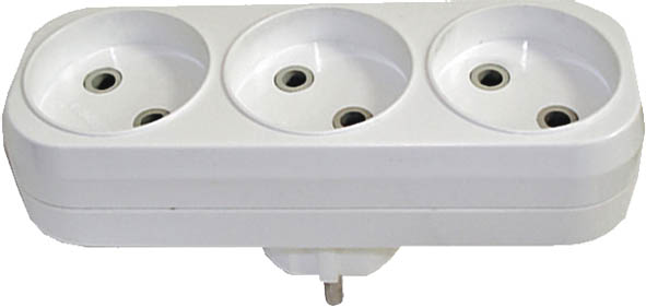 Разветвитель UNIVersal без заземления, 3 гнезда. 8331883318Разветвитель UNIVersal предназначен для одновременного присоединения одного, двух или трех бытовых приборов к одной розетке двухполюсной электрической сети переменного тока напряжением 220-250 Вт, частотой 50 Гц. Применяются для подключения электроприборов с вилкой европейского стандарта к розеткам российского стандарта до 250 Вт, изготовлен из АБС-пластика белого цвета. Характеристики: Материал: ABS пластик. Размеры разветвителя: 13,5 см x 4 см x 7 см. Размер упаковки: 25 см x 14 см x 5 см.