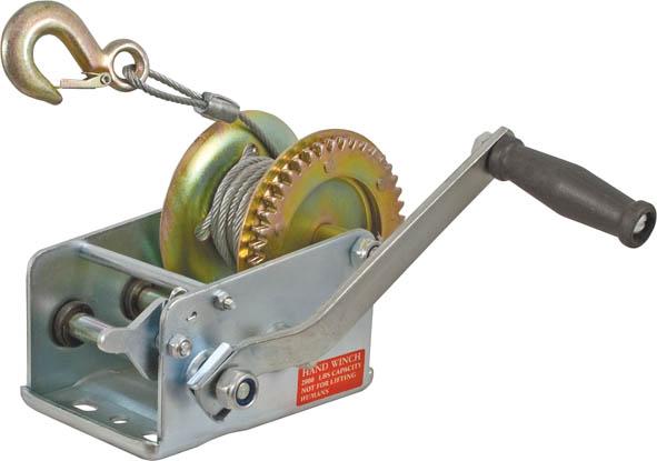 Лебедка ручная FIT 6465264652Шестеренчатая ручная лебедка FIT 64652 позволяет вытащить застрявший на бездорожье автомобиль. Лебедка FIT 64652 также может быть использована в гараже или на даче для перемещения горизонтальных грузов.